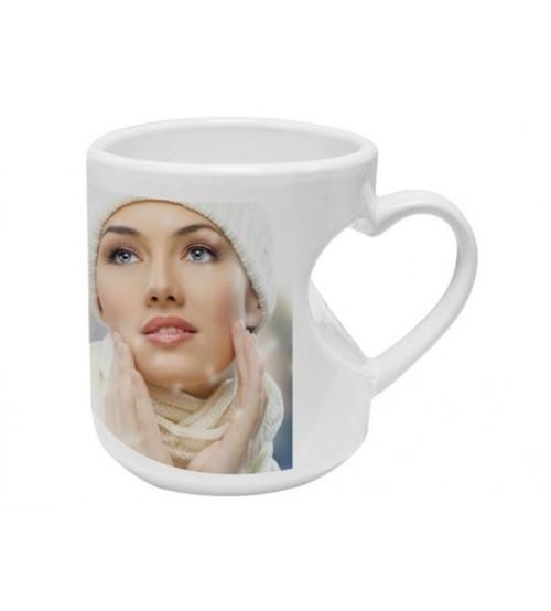 Бяла Чаша с Декоративна Дръжка - СЪРЦЕ